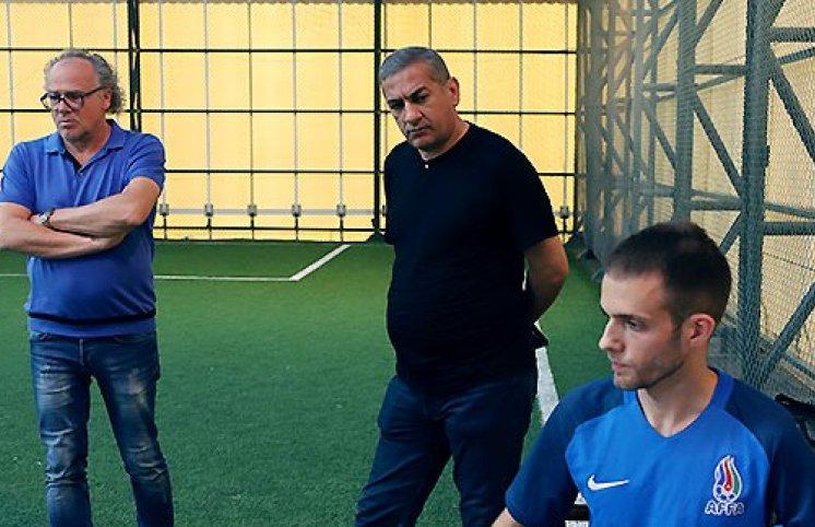 Lippertin ətrafında sıx birləşək - Futbol veteranlarının vəzifə sevdasına